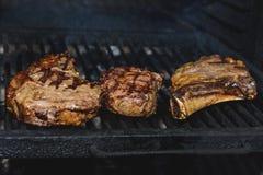 肉片在骨头的被烤 库存照片