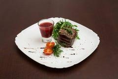 肉用草本和西红柿酱 免版税图库摄影