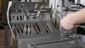 肉类加工植物 香肠产业 在香肠生产的最后的过程 香肠在现代肉的生产线 影视素材