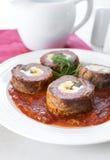 肉肉卷用蒜味咸腊肠和鸡蛋 库存照片