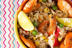 肉菜饭用虾,螃蟹,玉米,豌豆,柠檬 免版税库存图片