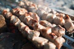 肉被烤在煤炭 图库摄影