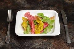 肉饺子-五颜六色的pelmeni,馄饨 开玩笑菜单 免版税库存图片