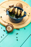 肉饺子-俄语煮沸了在板材的pelmeni 免版税库存照片
