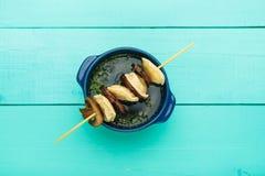 肉饺子-俄语煮沸了在板材的pelmeni 免版税库存图片