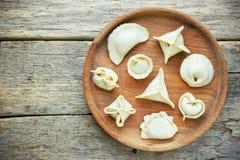 肉饺子pelmeni或vareniki与填装 库存图片