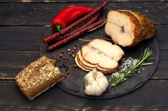 肉饼和巴法力亚香肠 免版税库存照片