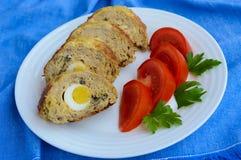 肉饼用蘑菇和煮沸的鸡蛋 图库摄影