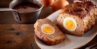肉饼用鸡蛋 免版税库存图片