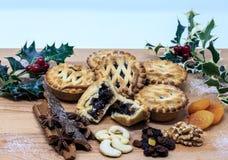 肉馅饼用传统果子和坚果 免版税库存图片