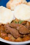 肉鲜美土豆的炖煮的食物 免版税库存图片