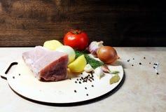 肉 菜 香料 猪肉 猪肉内圆角 猪肉和蔬菜 可口正餐 库存图片