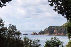 肋前缘Brava,西班牙,卡塔龙尼亚的美丽如画的看法 免版税库存照片