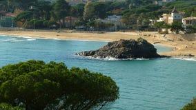 `肋前缘Brava `的海景在卡塔龙尼亚 股票视频