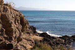 肋前缘Calma海滩黑岩石  蓝色海岸线 Playa巴尔卡角,费埃特文图拉岛,加那利群岛,西班牙 被削去的伊斯托克de la 库存照片