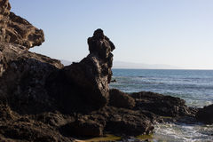 肋前缘Calma海滩黑岩石  蓝色海岸线 Playa巴尔卡角,费埃特文图拉岛,加那利群岛,西班牙 被削去的伊斯托克de la 免版税库存图片