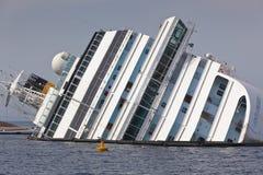 肋前缘Concordia在海难以后的游轮 库存照片