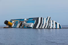 肋前缘Concordia在海难以后的游轮 免版税库存照片
