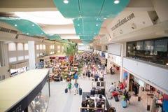 肋前缘Smeralda机场的霍尔在有里面乘客的奥尔比亚 库存照片