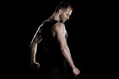 肌肉人,在拳头的钩子手,黑 库存图片