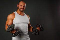 肌肉人锻炼 库存图片