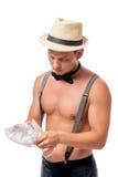 肌肉侍者刮毛器擦亮酒杯 库存照片