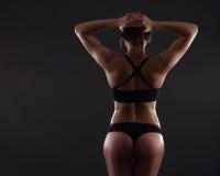 肌肉妇女年轻人 免版税库存图片