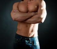 肌肉机体的男 库存照片