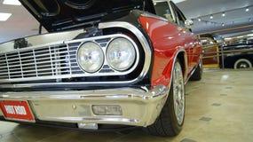 肌肉汽车旧车改装的高速马力汽车 库存照片