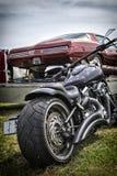 肌肉汽车,习惯自行车 免版税图库摄影
