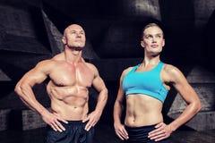 肌肉男人和妇女的综合图象用手在臀部 库存图片