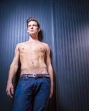 肌肉被定调子的白种人男性 图库摄影