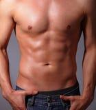 肌肉年轻人 免版税库存图片