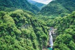 肖乌来瀑布在晴天,射击在肖乌来风景区,复兴区,桃园,台湾 库存图片