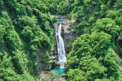 肖乌来瀑布在晴天,射击在肖乌来风景区,复兴区,桃园,台湾 免版税库存图片