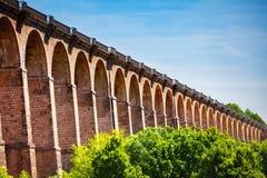肖蒙高架桥的被成拱形的扶垛在法国 库存照片