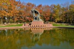 肖邦纪念碑在华沙(波兰) 免版税库存图片