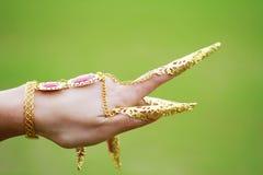 肚皮舞表演者` s手的土耳其语或印度装饰物 图库摄影