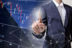 股市显示利润图表有手震动背景 抽象储蓄数据概念 储蓄财政统计的图表 免版税库存照片