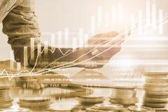 股市财政商业显示backgroun的商人 库存图片