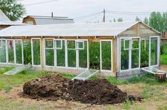 肥料温室和堆  库存图片