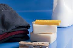 肥皂、衣裳和洗衣店 图库摄影