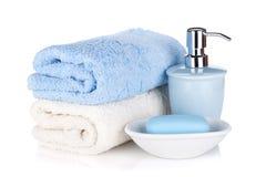 肥皂和二块毛巾 库存照片