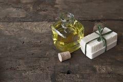 肥皂手工制造的橄榄油 库存图片