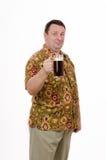 肥胖人站立与品脱烈性黑啤酒 免版税库存图片