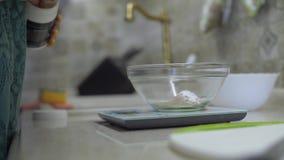 肥胖妇女厨房 影视素材