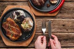 肥胖水多的牛排用土豆 美国烹调 库存照片