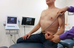 肩关节-与超声波的诊断 免版税库存照片