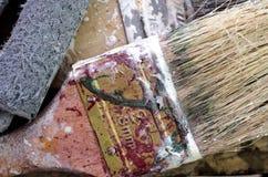 肮脏的刷子油漆,宏指令,使用的刷子 免版税库存照片