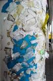 肮脏的广告牌和岗位和在柱子做广告 免版税图库摄影